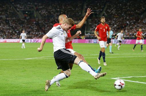 Fans feiern Timo Werner im Stadion und im Netz
