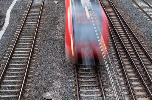 Massenschlägerei in Regionalzug fordert zwei Verletzte