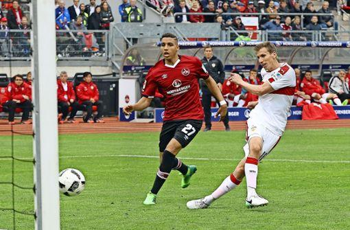 Mutmacher (II) – die Erinnerungen an Nürnberg: Florian Klein (rechts) hat den VfB 2017 auf dem Weg zum Wiederaufstieg zum Sieg in Nürnberg geschossen. Foto: Baumann