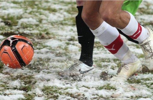 Wegen des Winterwetters hat der FC Würzburger Kickers das Testspiel gegen den VfB Stuttgart am Sonntag abgesagt. Foto: Pressefoto Baumann