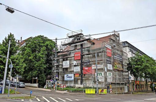 Das Schlampazius-Gebäude ist nach wie vor eingerüstet. Foto: Jürgen Brand