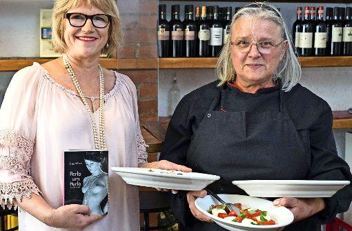 Autorin Ines Witka (links) und die Köchin Loretta Petti  beim erotischen Abend. Foto: Lichtgut/Latz