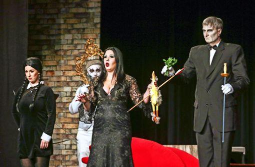 "Die ""Addams Family"" als Helfer"