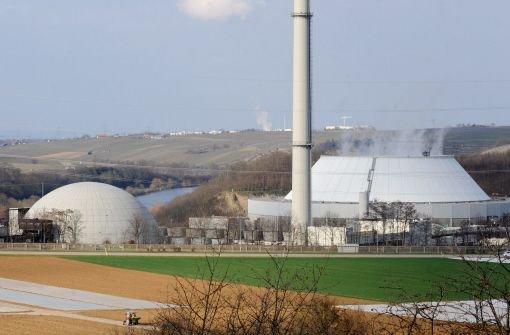 Die Atomkonzerne müssen künftig eine neue Brennelementesteuer von jährlich 2,3 Milliarden Euro zahlen. Damit soll ein Teil der Zusatzgewinne der Konzerne bei längeren Atomlaufzeiten abgeschöpft werden. Foto: dpa