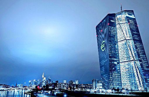 Die EZB flutet die Märkte mit Geld. Nun bereitet sie einen Ausstieg vor. Foto: dpa
