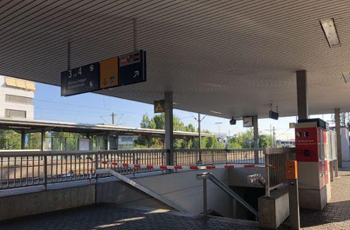 Die Strecke war bis 8.45 Uhr komplett gesperrt. Dann konnten zwei Gleise wieder für den Bahnverkehr genutzt werden. Foto: SDMG