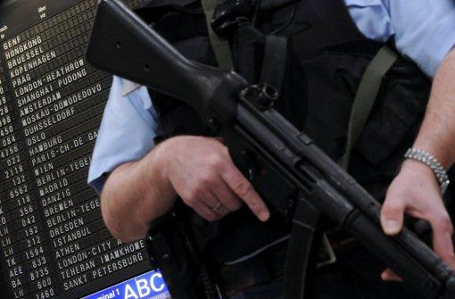 Terrorgefahr: Beamten der Bundespolizei sind an Flughäfen im Einsatz. Foto: dpa