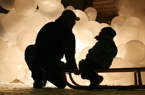 Ein drei Jahre alter Bub wird auf offener Straße in Stuttgart seiner Mutter entrissen und in einem Auto entführt. Täter ist der Vater, der sein Kind inzwischen nach  Norwegen gebracht haben soll. Der Fall Emil – er beschäftigt soziale Netzwerke, Familienrichter und die Staatsanwaltschaft.  Foto: dpa