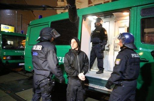 Polizei setzt rechtsextreme Hooligans fest