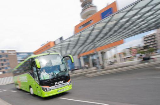 Ein Flixbus fährt los – das Unternehmen nimmt aber nicht jeden mit Foto: dpa