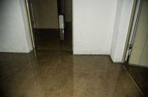 Gegen 11.50 Uhr bemerkte der Hausmeister der katholischen Kirchengemeinde, dass der Keller unter Wasser steht. Foto: SDMG