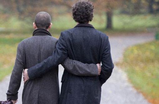 Geht es nach den Grünen können sich homosexuelle Beamte bald über eine deftige Nachzahlung freuen.  Foto: dpa
