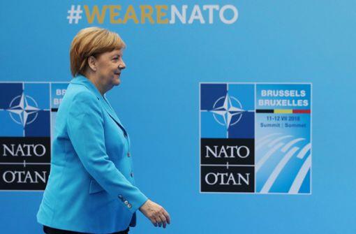 Bundeskanzlerin Angela Merkel hat eine weitere Erhöhung ihrer Zusagen bei den Verteidigungsausgaben in Aussicht gestellt. Foto: POOL