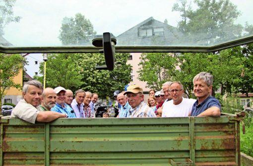 Obmann Roland Lieb (Mitte) – umringt von Landwirten und Stadtvertretern Foto: Arnold
