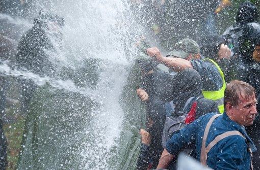 Das Verwaltungsgericht sagt, der Wasserwerfereinsatz war nicht rechtens Foto: dpa