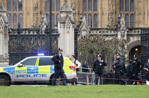 Frau stirbt bei Angriff, Platz vor Parlament evakuiert