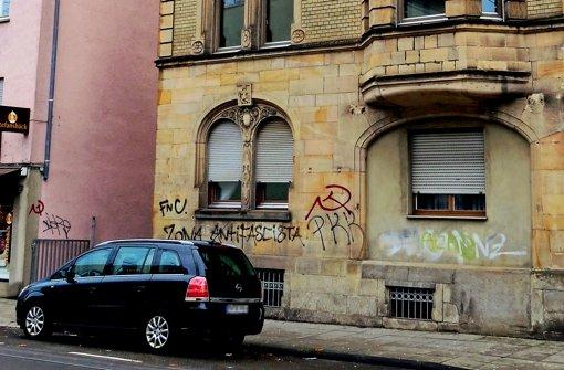 Die Schmierereien an den Hauswänden der Böblinger Straße kommen auch bei den Jugendräten nicht gut an. Foto: Heike Armbruster