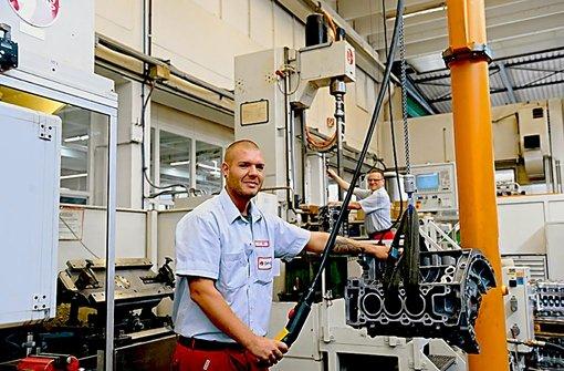 Produktion bei Gehring in Ostfildern. Die Firma ist spezialisiert auf das Honen, das heißt das Ausfräsen von Zylindern, damit sich der Kolben darin möglichst widerstandsfrei  bewegen kann. Foto: Gehring
