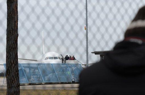 Abschiebung am Baden-Airport: Nur die wenigsten waren zuvor in Haft Foto: dpa
