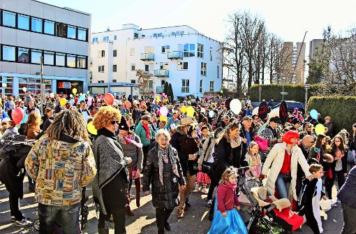 Hunderte Kinder feiern Rosenmontag