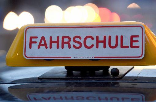 Das Auto einer Fahrschule mit dem Kennzeichen S-VP 5800 wurde gestohlen. Foto: dpa