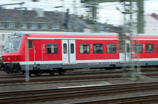 Zwischen Waiblingen und Backnang Personen im Gleis