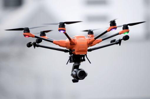 Guck mal, was da fliegt: eine  Drohne im Polizeidienst. Foto: dpa