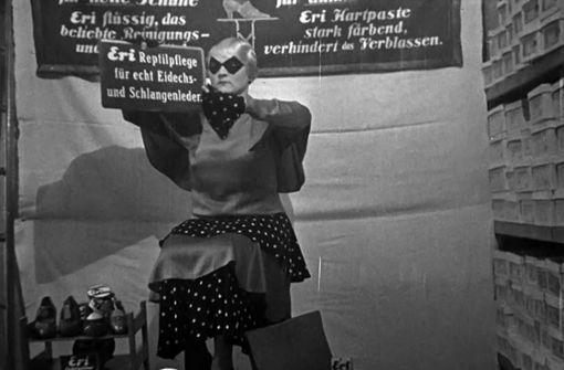 """Das """"lebendige Schaufenster"""" im Schuhgeschäft Bletzinger am Marktplatz im Jahr  1932. Foto: Haus des Dokumentarfilms"""
