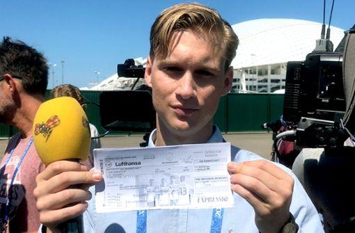 Schwedischer Reporter will Khedira Bordkarte für Samstag übergeben