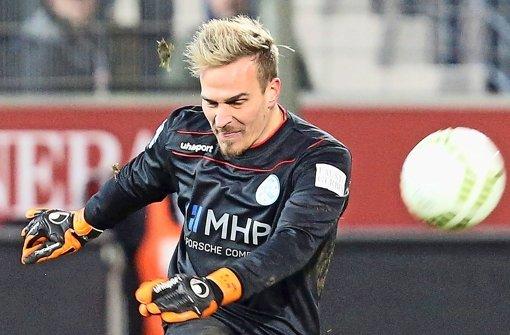 Zahlt das in ihn gesetzte Vertrauen eindrucksvoll zurück: Kickers-Keeper Rouven Sattelmaier Foto: Baumann