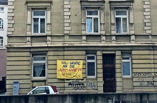 Solidaritätsbekundung in Richtung der Heslacher Hausbesetzer. Foto: StN