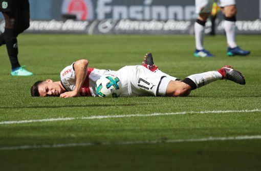 Erik Thommy (VfB) am Boden. Foto: Pressefoto Baumann