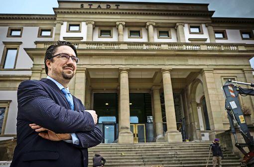 Ein Haus, das gute Aussichten eröffnet: Direktor Torben Giese vor dem künftigen Stadtmuseum Foto: Lichtgut/Achim Zweygarth