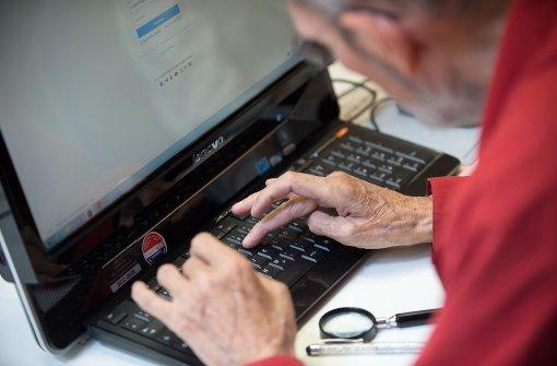 Jeder zweite Rentner surft im Netz
