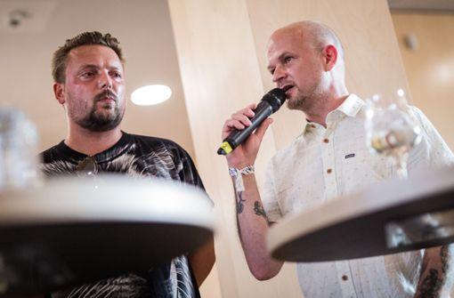 Bei einer Podiumsdiskussion sprachen DJ 5ter Ton (rechts) und Bartek von den Orsons (links) über die Rap-Szene in Stuttgart. Foto: Lichtgut/Christoph Schmidt