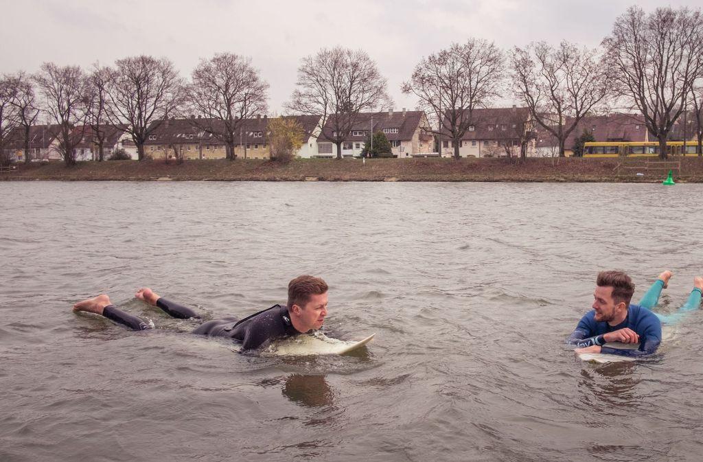 Eine Animation zeigt, wie auf dem Neckar gesurft wird. - Stuttgarter ...