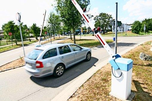 Legal oder illegal? Immer mehr Autos fahren durch die  Schranke. Foto: Chris Lederer