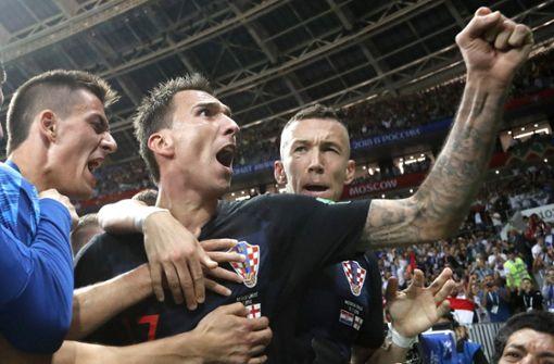 Mario Mandzukic (Mi.) steht mit Kroatien im Finale der WM 2018. Foto: AP