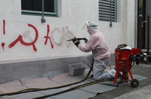 Graffiti wird entfernt