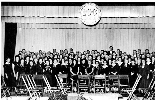 Die Feier zum 100-jährigen Bestehen: Renate Dongus singt zum ersten Mal mit beim Sängerkranz. Foto: privat