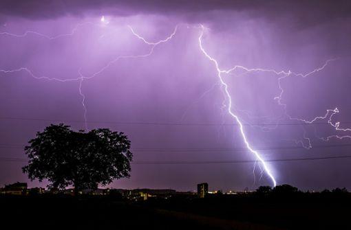 Ein Gewitter hat Ulm kurzzeitig verdunkelt (Symbolfoto). Foto: dpa