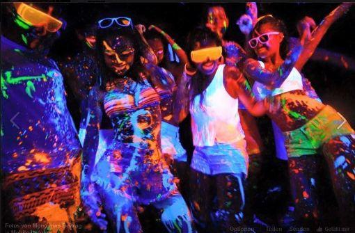 In der Mono bar findet am Freitag, ab 22 Uhr eine einzigartige Party statt. Getaucht in bunte Neon-Farben mit UV-Licht und dem typischen Mono-Sound gibt es für alle Feierwütigen die leuchtenden Farben for free.  Foto: Screenshot/Facebook Mono bar