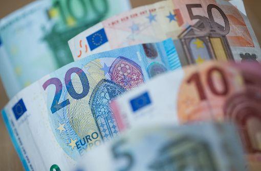 Motorradfahrer verliert 9000 Euro auf Autobahn