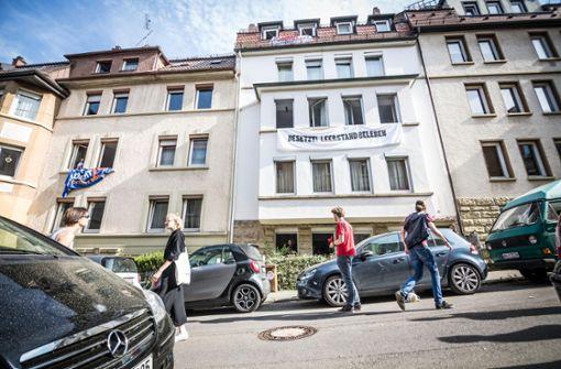 """Die Kundgebung stand unter dem Titel: """"Leerstand, Mietwahnsin und Verdrängung stoppen"""". Foto: Lichtgut/Julian Rettig"""