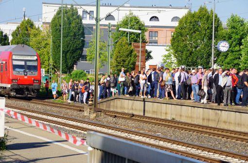 Pendler müssen stundenlang in Fellbach warten