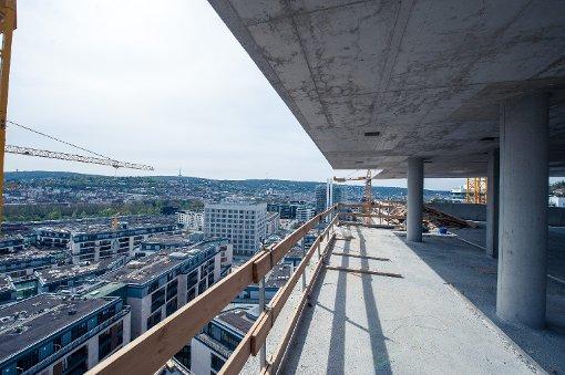 Noch sind die 61 Meter Gesamthöhe lange nicht erreicht, doch auch jetzt schon ist der Blick von der Baustelle des Wohnturms Cloud No. 7 spektakulär. Foto: www.7aktuell.de | Florian Gerlach
