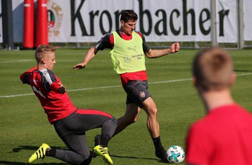 Trainer Tayfun Korkut muss gegen Werder Bremen einiges umstellen. Mario Gomez dürfte aber gesetzt sein. Foto: Pressefoto Baumann