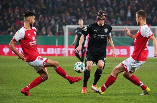 Der Mann mit der Maske geht wieder voran: VfB-Kapitän Christian Gentner will die Stuttgarter Mannschaft sicher durch den Abstiegskampf führen. Foto: Baumann