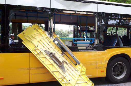 Der beschädigte Bus der Linie 45. Foto: 7aktuell.de/Jens Pusch