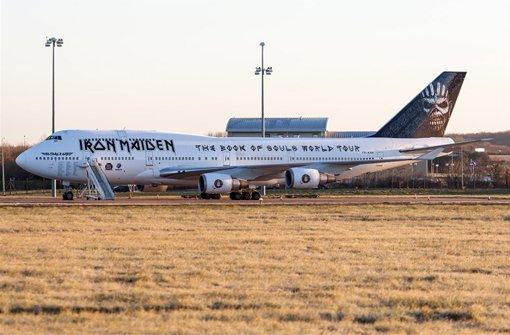Mit dieser Boeing 747-400 gehen Iron Maiden auf ihre The Book of Souls-Welttournee. Foto: twitter.com/Cardiff_Airport / Screenshot